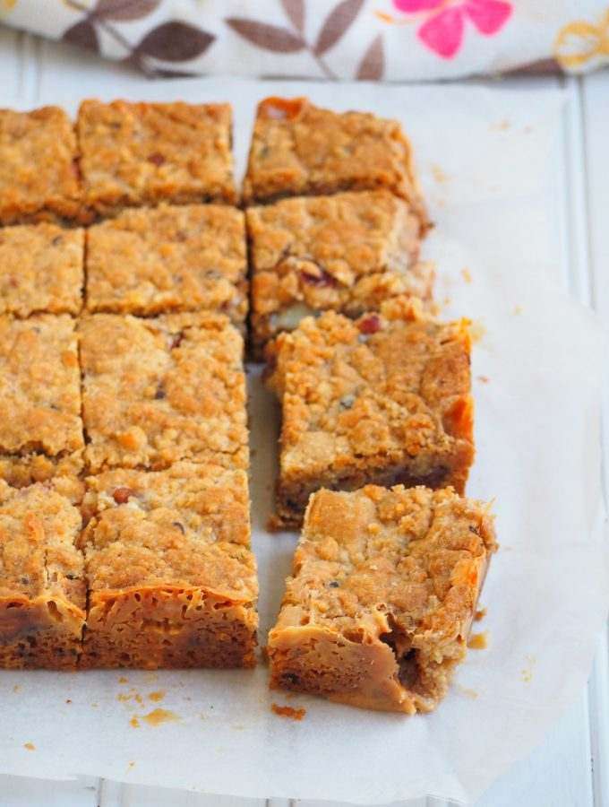 These cookie bars are one my favorite recipes with condensed milk. They are addictive treats filled with Nutealla and condensed milk in the centers,