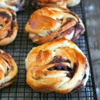 This Chocolate Walnut Bread is a soft braided bread rolls filled with sweet cocoa powder filling and crunchy walnuts. They are amazingly soft and the crunch from the walnut provides a beautiful texture contrast.