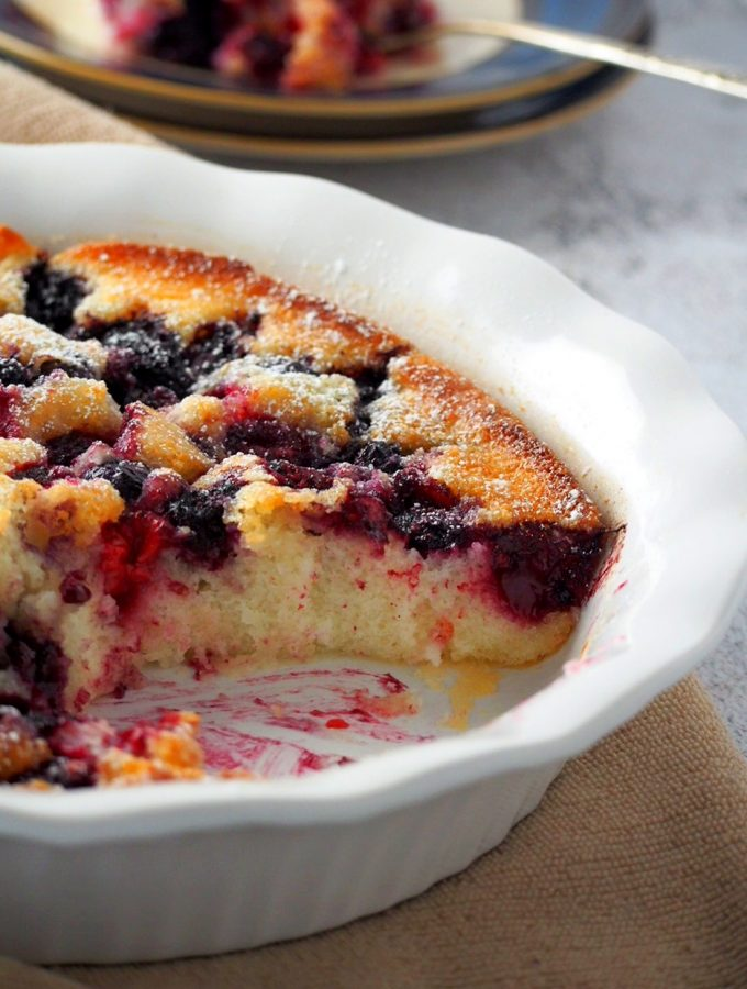 Berry cake on a pie plate showing the inside crumbs.