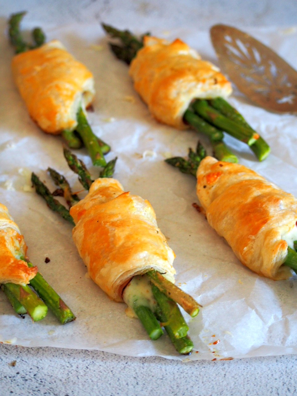 Asparagus and ham puff pastry pockets close up shot.