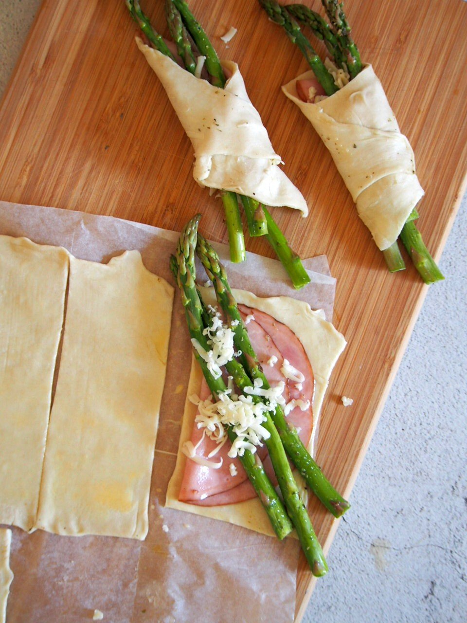 Assembling the asparagus, ham and cheese inside the puff pastry.
