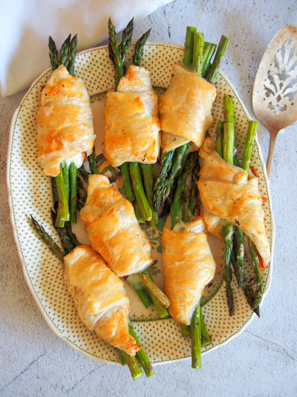The Asparagus Puff Pastry Pockets on a serving plate.